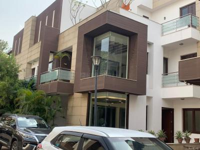 Gallery Cover Image of 4500 Sq.ft 5 BHK Independent House for buy in Chhattarpur for 70000000