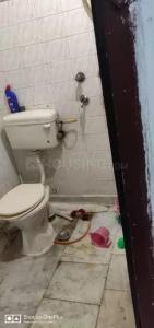 झिलमिल कॉलोनी में बसेरा के कॉमन बाथरूम की तस्वीर