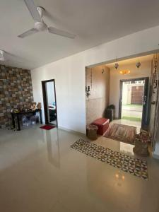 Gallery Cover Image of 1600 Sq.ft 3 BHK Apartment for rent in BSCPL Bollineni Hillside 2, Perumbakkam for 26000
