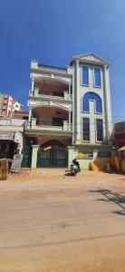 Gallery Cover Image of 1800 Sq.ft 3 BHK Villa for rent in Bandlaguda Jagir for 42000