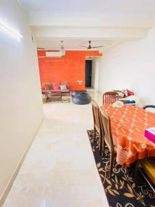 Gallery Cover Image of 1779 Sq.ft 3 BHK Apartment for rent in 3C Lotus Boulevard, Sector 100 for 30000