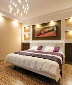 Gallery Cover Image of 565 Sq.ft 1 BHK Apartment for buy in Kandivali West for 7000000