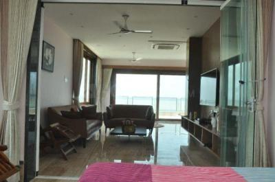 Gallery Cover Image of 6500 Sq.ft 4 BHK Independent House for rent in Palavakkam for 200000