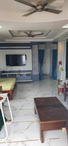 Gallery Cover Image of 1100 Sq.ft 2 BHK Apartment for buy in Chanakyapuri for 6200000