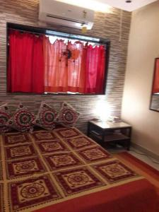 Gallery Cover Image of 350 Sq.ft 1 RK Apartment for rent in Khar West for 32000
