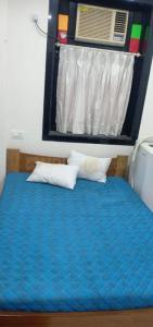 Gallery Cover Image of 541 Sq.ft 1 BHK Apartment for rent in Sneh Sadan, Colaba for 47000