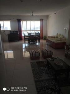 Gallery Cover Image of 1100 Sq.ft 3 BHK Apartment for rent in Kharadi for 39000