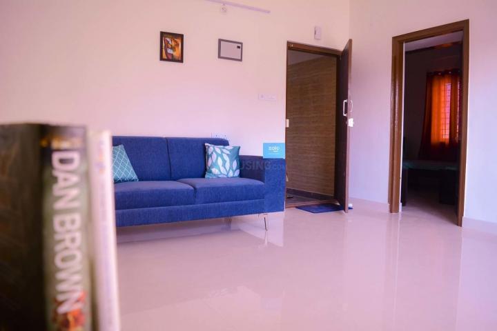 एचएसआर लेआउट में ज़ोलो इक्विनॉक्स के लिविंग रूम की तस्वीर