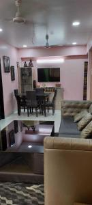 Gallery Cover Image of 620 Sq.ft 1 BHK Apartment for rent in Bandra West for 60000