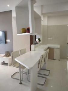 Gallery Cover Image of 850 Sq.ft 2 BHK Apartment for rent in Town Ashtha Goregaon West, Goregaon West for 60000
