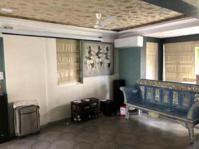 Gallery Cover Image of 575 Sq.ft 1 BHK Apartment for rent in Andheri West for 60000