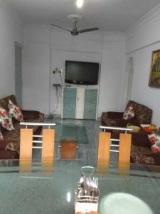 Gallery Cover Image of 1000 Sq.ft 2 BHK Apartment for rent in Express Apartment, Andheri West for 55000