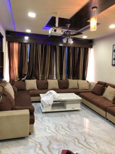 Gallery Cover Image of 4400 Sq.ft 4 BHK Apartment for rent in Shree Balaji Wind Park, Vaishno Devi Circle for 65000