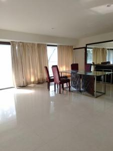 Gallery Cover Image of 3000 Sq.ft 3 BHK Apartment for rent in Inspiration Apartment, Juhu for 325000