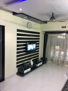 Gallery Cover Image of 615 Sq.ft 2 BHK Apartment for buy in Bhayandar West for 8000000