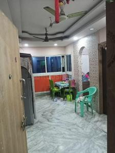 Gallery Cover Image of 930 Sq.ft 2 BHK Apartment for buy in Behala for 2600000