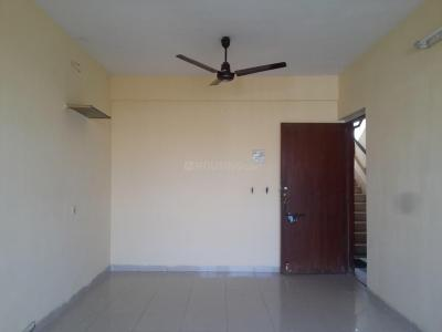 Gallery Cover Image of 660 Sq.ft 2 BHK Apartment for rent in Kandivali East for 23000