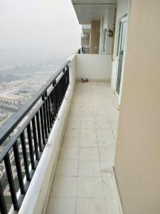 Gallery Cover Image of 1072 Sq.ft 2 BHK Apartment for rent in Apex Golf Avenue, Noida Extension for 7000