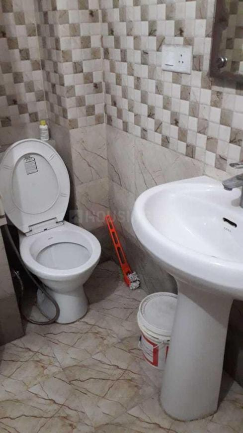 Common Bathroom Image of 1000 Sq.ft 2 BHK Apartment for buy in Sector 16 for 2200000