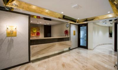 Gallery Cover Image of 790 Sq.ft 2 BHK Apartment for buy in Malad West for 13500000