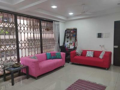 Gallery Cover Image of 750 Sq.ft 1 BHK Apartment for rent in Khar West for 60000