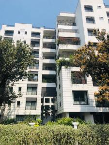 Gallery Cover Image of 2130 Sq.ft 3 BHK Apartment for rent in Alipore for 120000