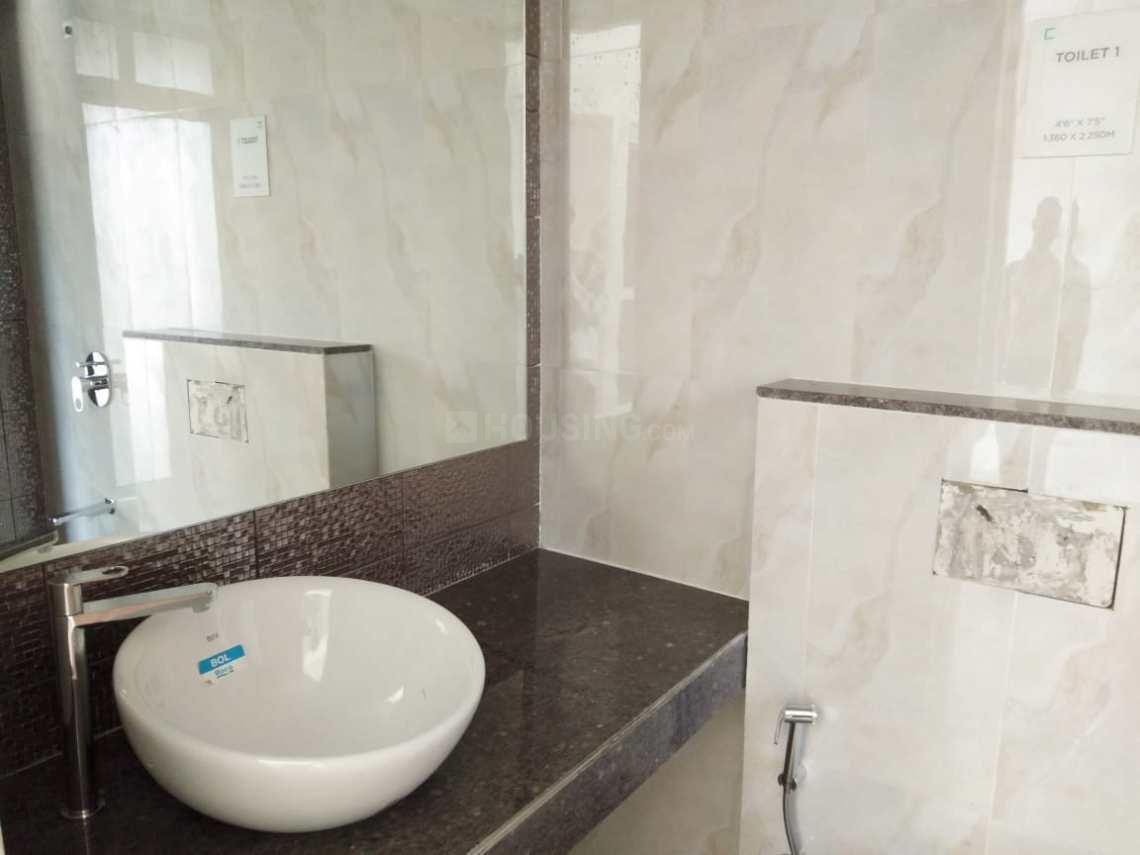 Common Bathroom Image of 914 Sq.ft 2 BHK Apartment for rent in Thane West for 30000