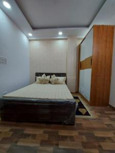 Gallery Cover Image of 950 Sq.ft 3 BHK Independent Floor for buy in Jas Buildtech Floors, Mahavir Enclave for 5200000