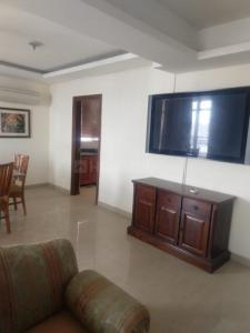 Gallery Cover Image of 2300 Sq.ft 3 BHK Apartment for rent in Parel for 125000