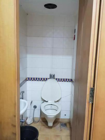 Common Bathroom Image of 1000 Sq.ft 2 BHK Apartment for rent in Mahim for 70000