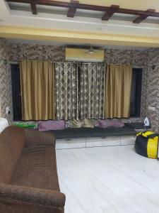 Gallery Cover Image of 590 Sq.ft 1 BHK Apartment for buy in Andheri East for 11500000
