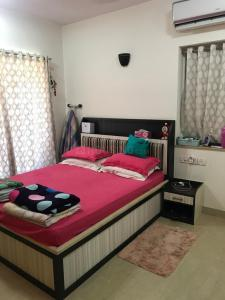 Gallery Cover Image of 1050 Sq.ft 2 BHK Apartment for rent in Thane West for 40000