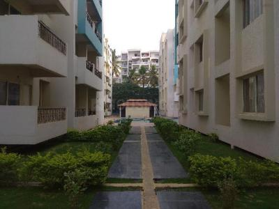 Gallery Cover Image of 1195 Sq.ft 2 BHK Apartment for buy in Yemalur for 6700000