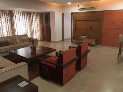 Gallery Cover Image of 2000 Sq.ft 4 BHK Apartment for rent in Khar West for 250000
