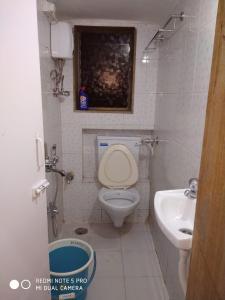 Bathroom Image of Ankit PG Flat in Vile Parle West