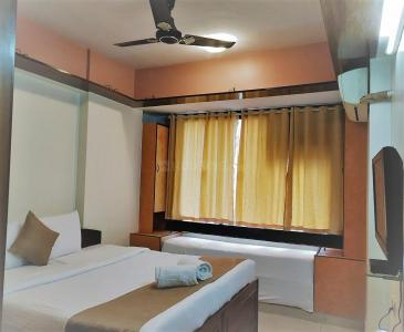 Gallery Cover Image of 1300 Sq.ft 3 BHK Apartment for rent in Powai for 75000