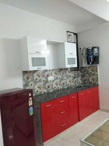Gallery Cover Image of 300 Sq.ft 1 RK Apartment for rent in Sector 53 for 15000