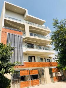 Gallery Cover Image of 2000 Sq.ft 3 BHK Independent Floor for buy in SS Aaron Ville, Sector 48 for 13500000