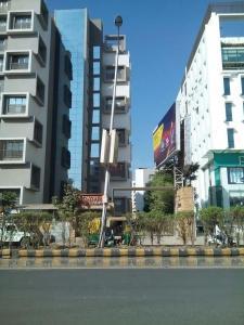 Gallery Cover Image of 2403 Sq.ft 3 BHK Apartment for rent in Sambhav Stavan Alteza, Jodhpur for 30000