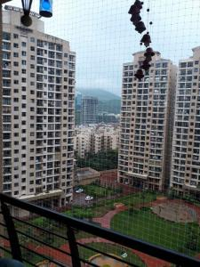 Gallery Cover Image of 1050 Sq.ft 2 BHK Apartment for rent in Raheja Heights, Malad East for 43000