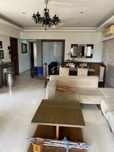 Gallery Cover Image of 2500 Sq.ft 3 BHK Apartment for rent in Arth Warden, Bandra West for 200000
