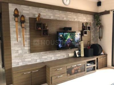 Gallery Cover Image of 2100 Sq.ft 3 BHK Apartment for rent in Neelkanth Heights, Thane West for 58000