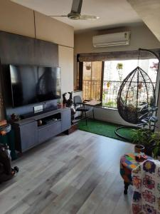 Gallery Cover Image of 1300 Sq.ft 3 BHK Apartment for buy in Mahim for 40000000
