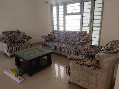 Gallery Cover Image of 2200 Sq.ft 3 BHK Apartment for rent in Sterling Balajee Green Meadows, Arera Hills for 32000