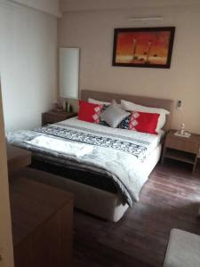 Gallery Cover Image of 495 Sq.ft 1 RK Apartment for rent in Paras Tierea, Sector 137 for 16500