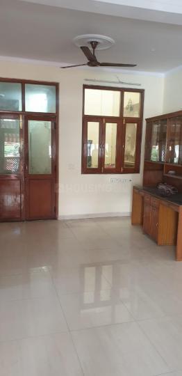 सेक्टर 19 में अर्बन होम्स के हॉल की तस्वीर
