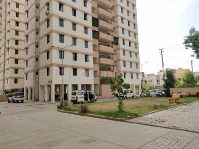 Gallery Cover Image of 1200 Sq.ft 3 BHK Apartment for rent in Gota for 9000