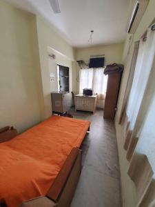 Gallery Cover Image of 400 Sq.ft 1 RK Apartment for rent in Ballygunge for 12000