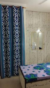 Bedroom Image of Very Reasonable Girls PG In Panchsheel Vihar in Sheikh Sarai