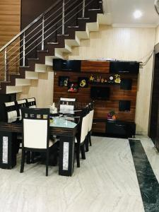 Gallery Cover Image of 2250 Sq.ft 4 BHK Villa for buy in Prem Colony for 13000000